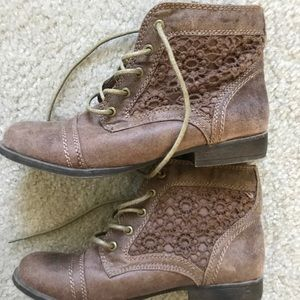 Size 6 Lace Brown Booties